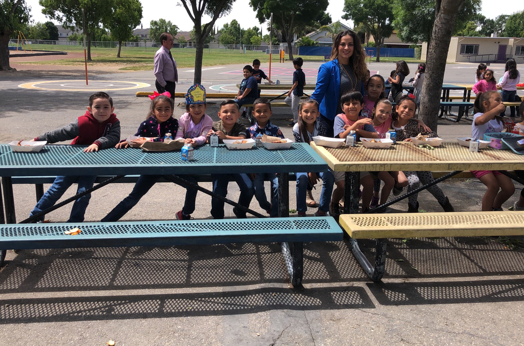 Students eating lunch with Mrs. Arteaga and Mr. Cope for meeting their AR goal