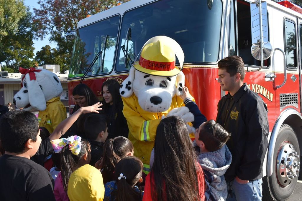 students meeting sparky and sparkles