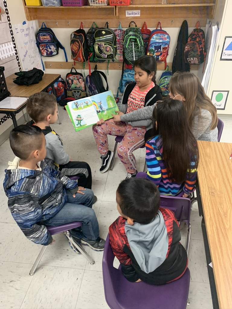 Shared Reading with kinder students